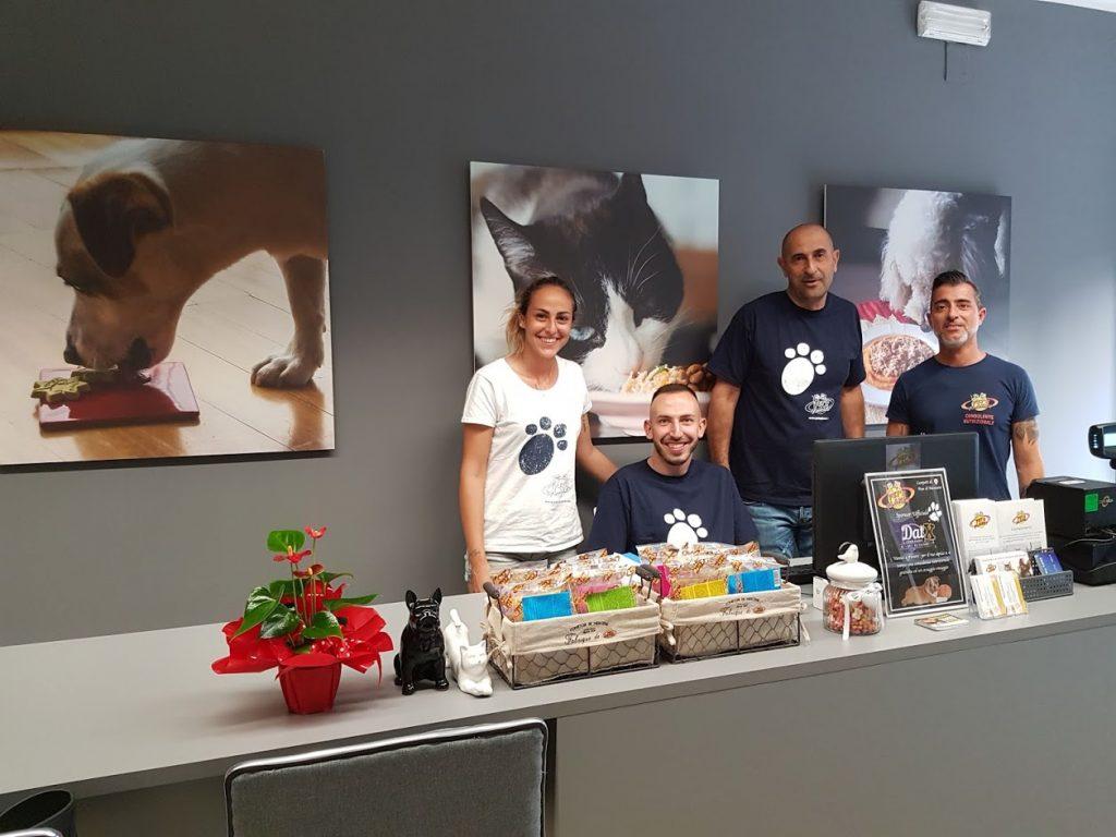 Pet's Planet, le premier réseau européen de conseillers nutritionnels ouvre une nouvelle boutique à Pérouse en Italie.
