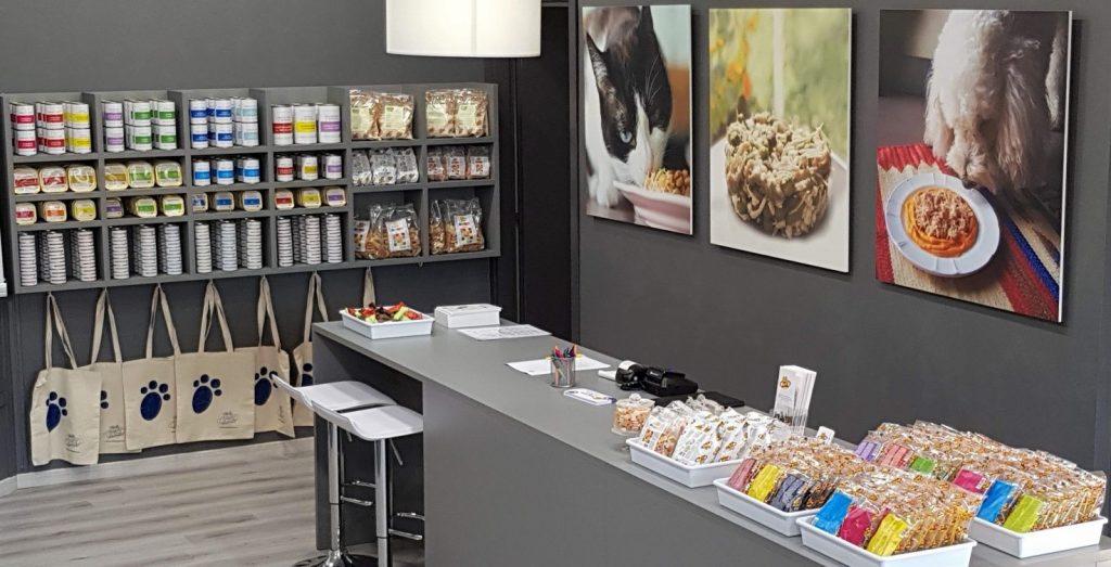 Anche a Torino il negozio di Pet's Planet con la consulenza nutrizionale per cani e gatti