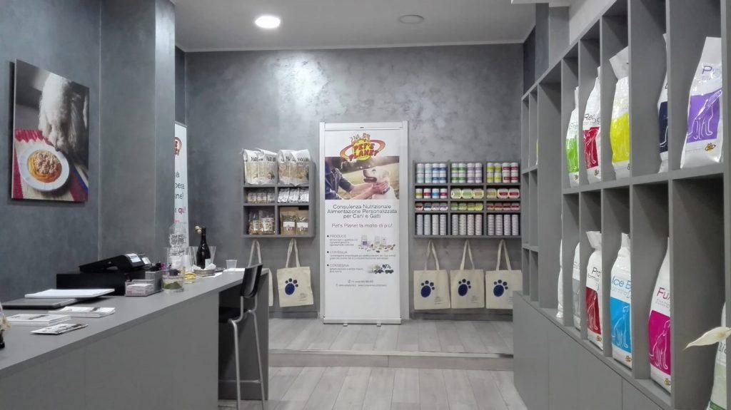 La consulenza nutrizionale per cani e gatti sbarca anche a Bertinoro, nel nuovo negozio di Pet's Planet